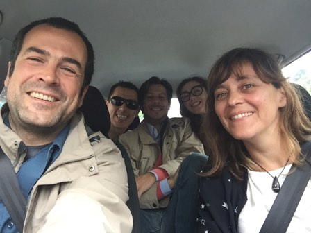 Selfie of Isa, Alex, Jere, Julio and Carlos in the car
